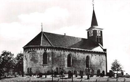 Ansichtkaart Lollum Ned. Hervormde Kerk met begraafplaats 1968 Friesland HC4691