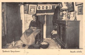 Ansichtkaart Noord-Brabant Dorpsleven Erp Marie Smits in haar huisje op 't Looiend 1938 Klederdracht HC4723