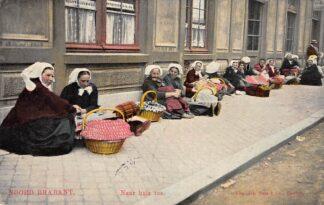 Ansichtkaart Noord-Brabant Dorpsleven 1910 Breda Boerinnen Op weg naar huis toe Klederdracht HC4726