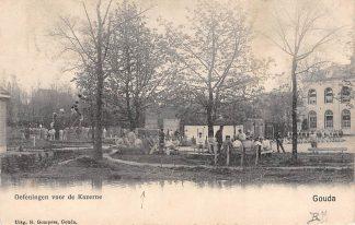 Ansichtkaart Gouda Kazerne Oefenterrein soldaten langs de Bleekerssingel Militair 1904 HC4944