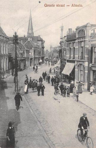 Ansichtkaart Almelo Groote Straat met volk 1918 HC4988