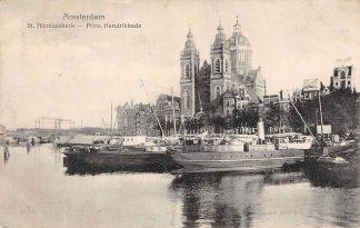Ansichtkaart Amsterdam St. Nicolaaskerk Prins Hendrikkade met binnenvaart schepen scheepvaart HC5033