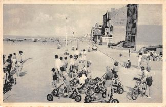 Ansichtkaart Oostduinkerke Spelen met skelters op Zeedijk België HC5086