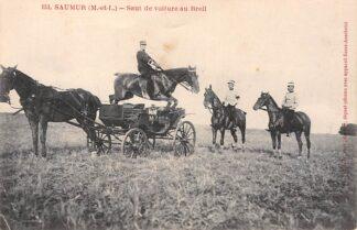 Ansichtkaart Saumur (M.-et-L.) Saut de voiture au Breil 151 Militair te paard springend over paard en wagen Frankrijk France HC5150
