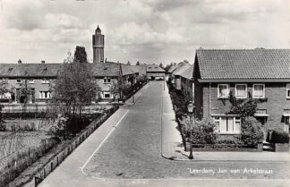Ansichtkaart Leerdam Jan van Arkelstraat met watertoren 1958 HC5157