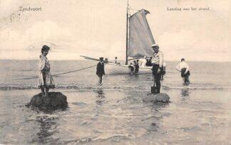 Ansichtkaart Zandvoort Landing aan het strand van schip De Zwaan Zee Schepen Scheepvaart HC5403