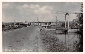 Ansichtkaart Bleiswijk Tunnel aan de Kruisweg met Spoorweg overgang Spoorwegen 1947 Moerkapelle Zoetermeer HC5426