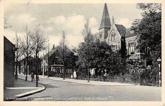 Ansichtkaart 's-Gravenzande Langestraat hoek Zuidwind met Gereformeerde Kerk en pastorie 1937 HC5533