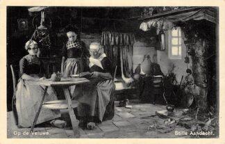 Ansichtkaart Veluwe Stille aandacht Vrouwen lezen uit de Bijbel Klederdracht 1938 HC5591