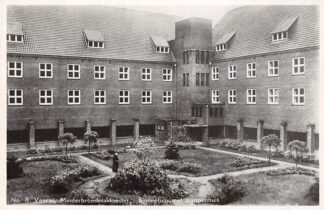 Ansichtkaart Venray Minderbroeders klooster Binnentuin met trappenhuis HC5665