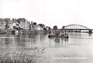 Ansichtkaart Deventer Veerpont De IJssel met Wilhelminabrug 1963 Veer pont Binnenvaart schepen HC5795