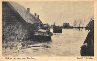 Ansichtkaart Domburg Dukws op weg naar Domburg Walcheren Overstroming Zeeland Militair HC5828