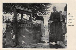 Ansichtkaart Holten Ons Dorpsleven bij de Waterput Klederdracht 1945 HC6161
