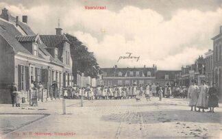 Ansichtkaart Wissenkerke Voorstraat met volk en kinderen HC6236