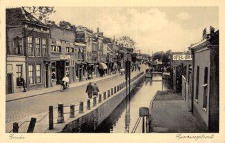 Ansichtkaart Gouda Spoorwegstraat met gracht Rechts Joodse Begraafplaats en Opel Garage Spoorwegovergang HC6438