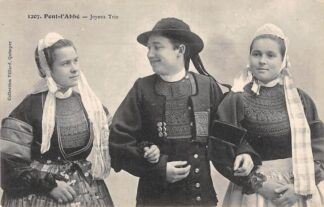 Ansichtkaart Pont-l'Abbe Joyeux Trio Klederdracht Frankrijk Frankrijk HC6504