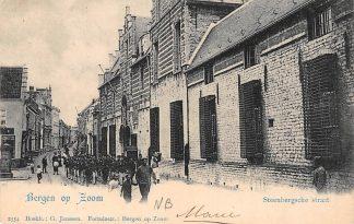 Ansichtkaart Bergen op Zoom Steenbergsche Straat met soldaten Militair Vivat 2554 1902 HC6534