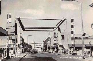 Ansichtkaart Bodegraven Brugstraat Brug en auto HC7017