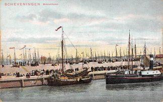 Ansichtkaart Scheveningen Binnen haven met visser schip en Stoomschip Zeeland Schepen Scheepvaart HC7058