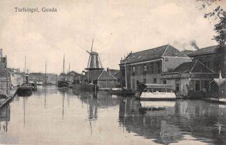 Ansichtkaart Gouda Turfsingel en Vest Veer pont Gompers 18550 Binnenvaart schepen Scheepvaart Militair verzonden 1918 HC7100