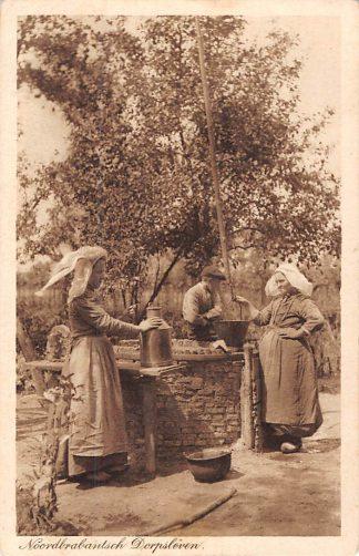 Ansichtkaart Noord-Brabant Dorpsleven Klederdracht Militair verzonden Tilburg 1917 HC7116