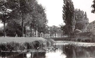 Ansichtkaart Deventer Doorkijk naar Noorderbergsingel 1954 HC7227