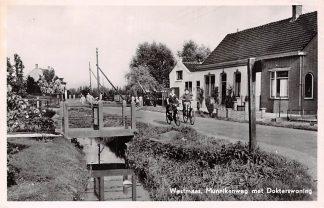 Ansichtkaart Westmaas Munnikenweg met Dokterswoning 1954 Hoeksche Waard  HC7228