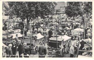 Ansichtkaart Bodegraven Kaasmarkt op Dinsdagmorgen Markt Kaas Boeren met Paard en wagens HC7249
