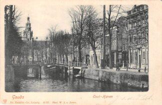 Ansichtkaart Gouda Oosthaven met binnenvaart schip en rechts inmiddels verdwenen huizen Lange Noodgodsstraat HC7256