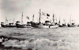 Ansichtkaart Urk Urkervloot op Vlaggetjesdag UK 61 UK 224 Vissers schepen HC7306