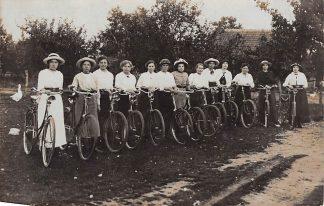 Ansichtkaart Betuwe Tiel ? Fotokaart Dames fiets club HC7314
