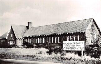 Ansichtkaart Noordgouwe Volksonderwijs vestigt hier haar 3e Buitencentrum 1966 HC7386
