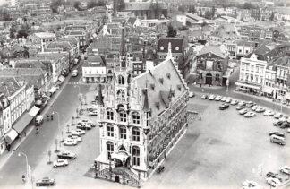 Ansichtkaart Gouda Stadhuis Markt Kleiweg kerk Waag en auto 1965 HC7498