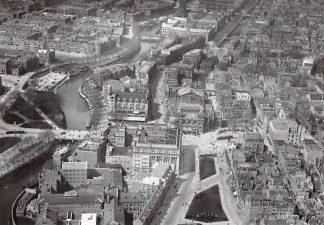 Ansichtkaart Amsterdam Leidseplein met Stadsschouburg omstreeks 1925 KLM Luchtfoto Heruitgave 1975 HC7580