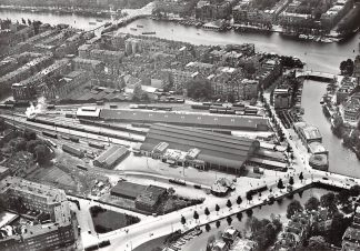 Ansichtkaart Amsterdam Westerpoort station omstreeks 1926 Spoorwegen KLM Luchtfoto Heruitgave 1975 HC7587