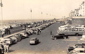 Ansichtkaart Scheveningen Parkeerterrein aan de Boulevard Auto bus 1957 HC7694