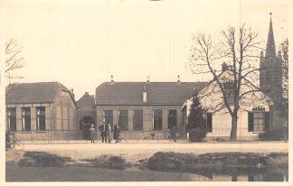 Ansichtkaart Nieuwerbrug aan de Rijn Fotokaart School met den Bijbel en kerk Woerden HC7834