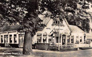 Ansichtkaart Bergen (NH) Breelaan met Hotel Café Restaurant De oude Prins 1959 HC7836
