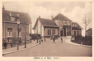 Ansichtkaart Alphen aan den Rijn Station met auto Spoorwegen Treinen HC7941