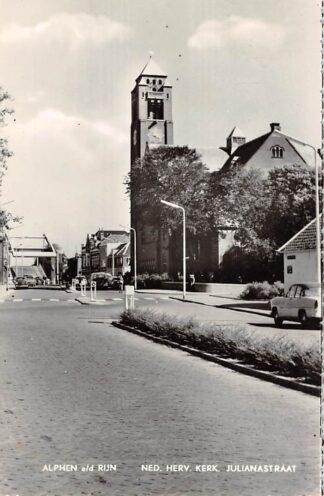 Ansichtkaart Alphen aan den Rijn Ned. Hervormde Kerk Julianastraat met geopende brug Auto HC7995