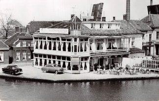 Ansichtkaart Alphen aan den Rijn Hotel Café Restaurant 's Molenaarsbrug L. Evers Reclame Auto 1958 HC8021
