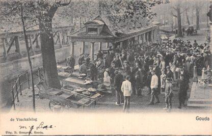 Ansichtkaart Gouda Gouwe De Vischafslag Gompers Straatleven Volksleven 1906 HC8097