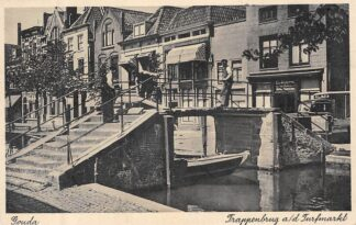 Ansichtkaart Gouda Turfmarkt hoek Lange Dwarsstraat Herstel Trappenbrug HC8223