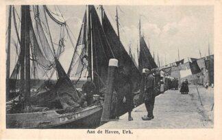 Ansichtkaart Urk Aan de Haven Vissers schepen Klederdracht 1925 HC8335