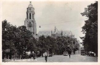 Ansichtkaart Arnhem Markt met Gr. Kerk en tram HC8406