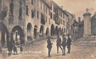 Ansichtkaart Oostenrijk Italië Auf den Wege zur Paivefront Strassenbild im besetzten Vittorio 1914-1918 WO1 Fotokaart Militair Italia Osterreich Europa HC8423