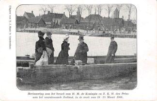 Ansichtkaart Tholen Veerpont naar Oud-Vossemeer Herinnering aan het bezoek van H.M. de Koningin en Z.K.H. den Prins aan het overstroomde Zeeland in de week van 18-24 maart 1906 Watersnood Koningshuis HC8510
