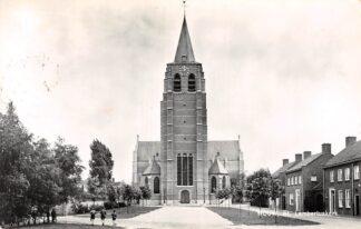 Ansichtkaart Wouw St. Lambertus kerk 1960 HC8825