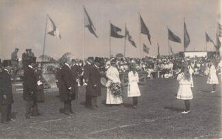 Ansichtkaart Den Helder Fotokaart 1917 Sportfeest voetbalveld Koninklijk Bezoek Koningshuis HC8833