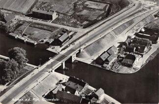 Ansichtkaart Alphen aan den Rijn Gouwsluis KLM Luchtfoto 28844 1955 HC8876